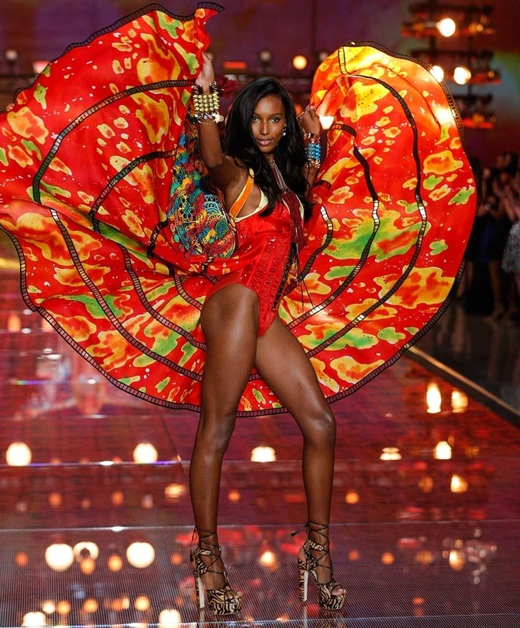 Jasmine Tookes at the 2015 Victoria's Secret fashion show in red