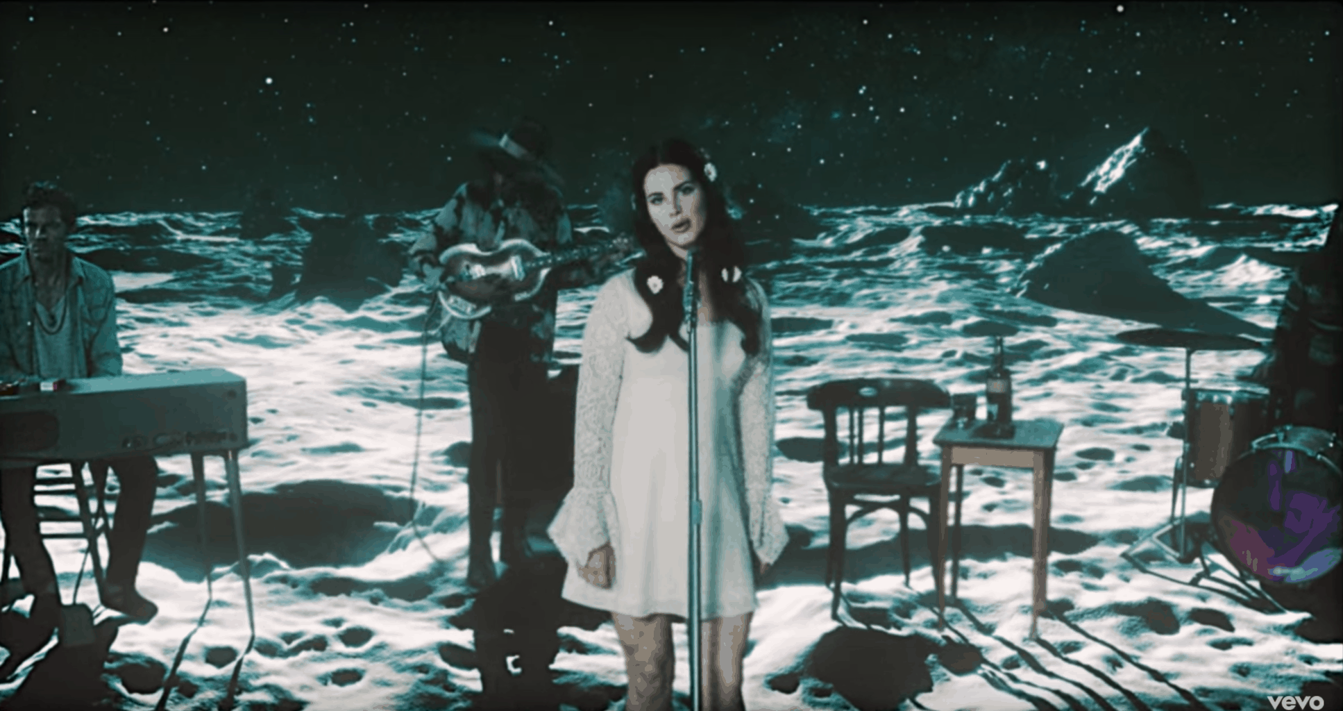 "Screenshot of Lana Del Rey's ""Love"" music video"