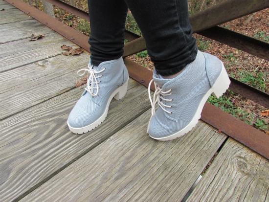 LOC-EU-Amy-Shoes