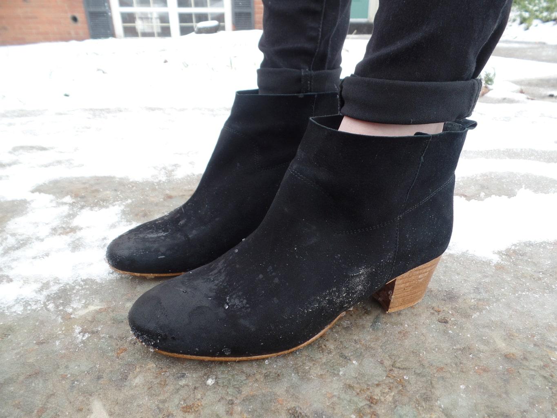 Mercyhurst University student Chloe wears short black chunky-heeled booties.