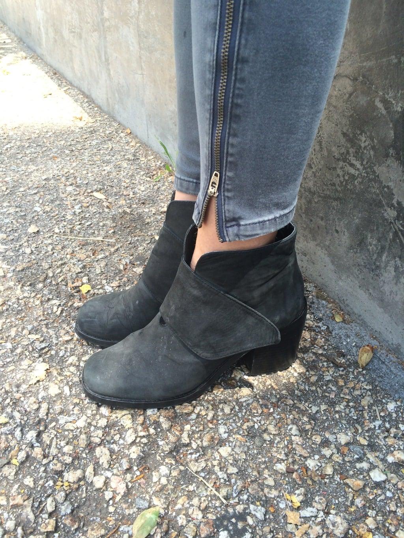 LOC-UCSC-Sarah-Shoes