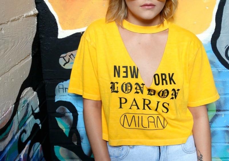 WVU trends: College fashionista Shelby rocks a cutout tee shirt and mom jeans