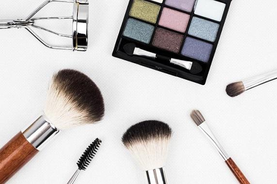 Makeup Brushes and Eyeshadows