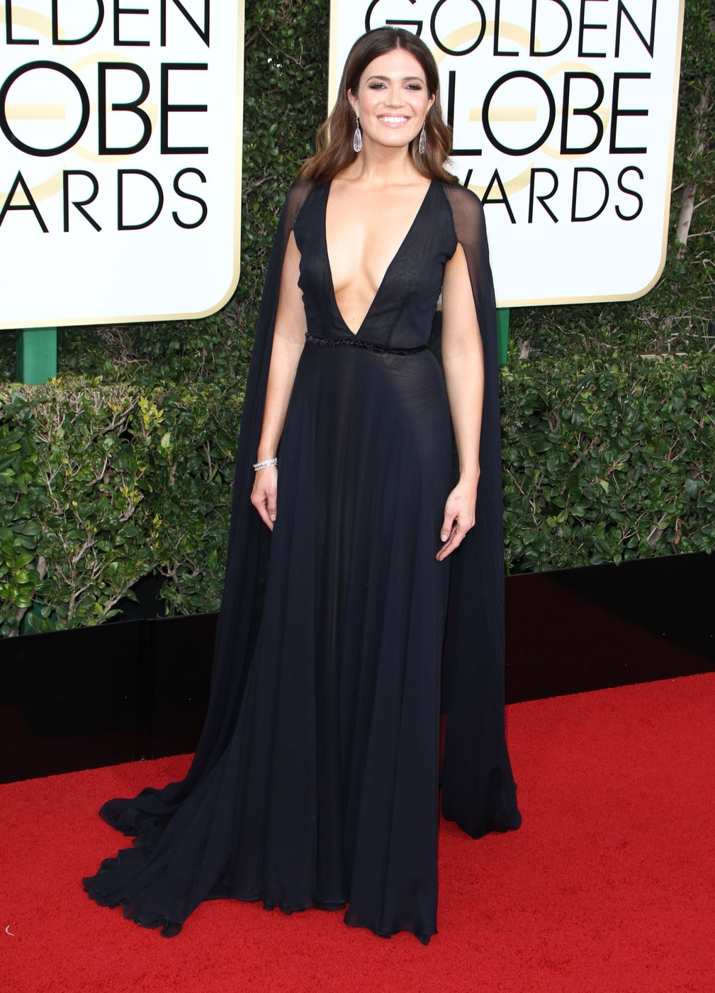 Mandy Moore in a black plunging Naeem Khan gown on the 2017 Golden Globes red carpet