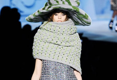 Marc Jacobs Fall 2012 Runway Show featuring 14 year old Model