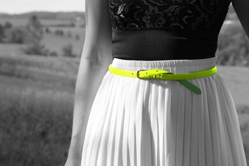 Neon green belt on a neutral outfit
