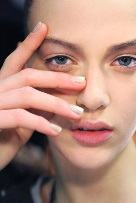 Neutral nails trend