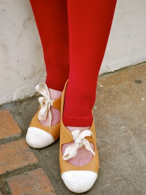 College street style trend: Bright tights