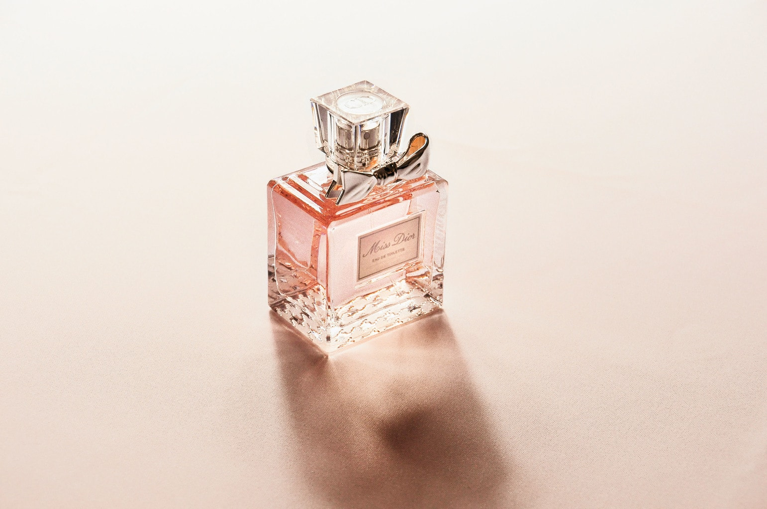 Perfume bottle in pink - Miss Dior