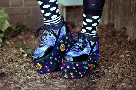 Platform sneakers college street style trend