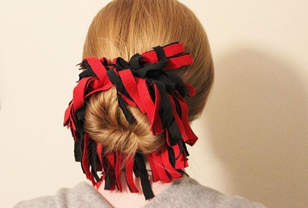 DIY Pom Pom Hair Tie
