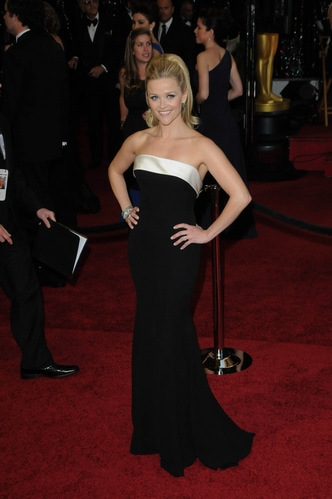 Reese Witherspoon in Armani Prive on the 2011 Oscars red carpet