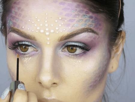 Easy Halloween makeup ideas: Metallic mermaid makeup look