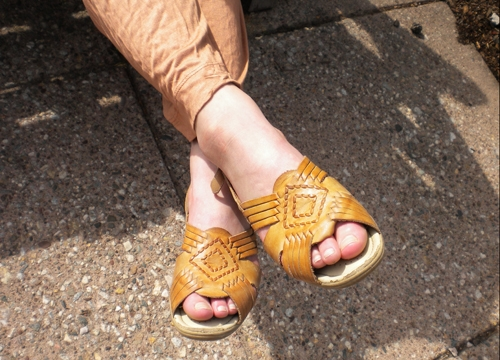 College street style at Wesleyan University - sandals