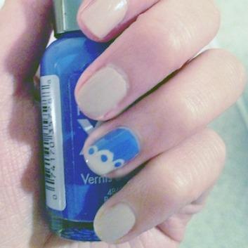 Scalloped nails