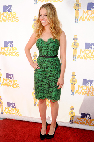 Scarlett Johansson on the red carpet at the 2010 MTV Movie Awards