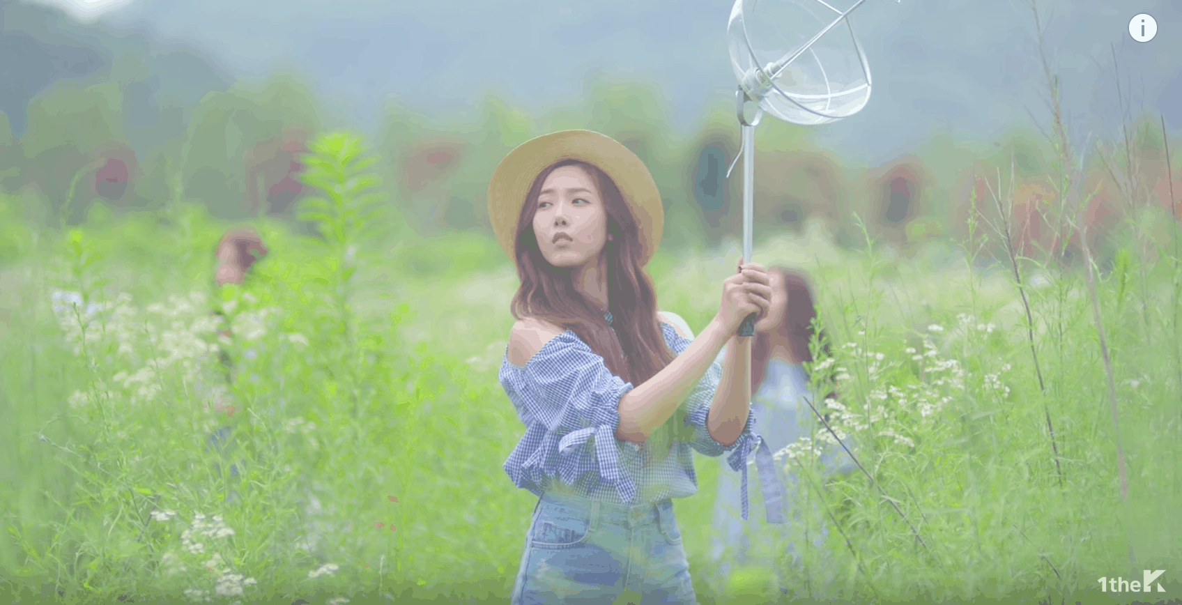 GFRIEND Love Whisper music video: Band member wears a blue off-shoulder ruffle top and jeans with wide brim straw hat