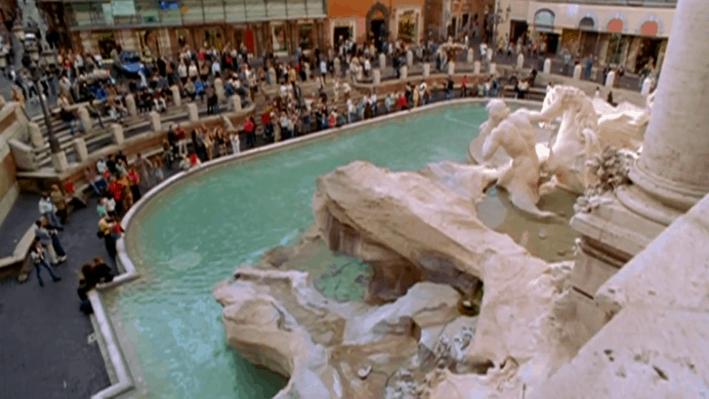 Lizzie McGuire at Trevi Fountain