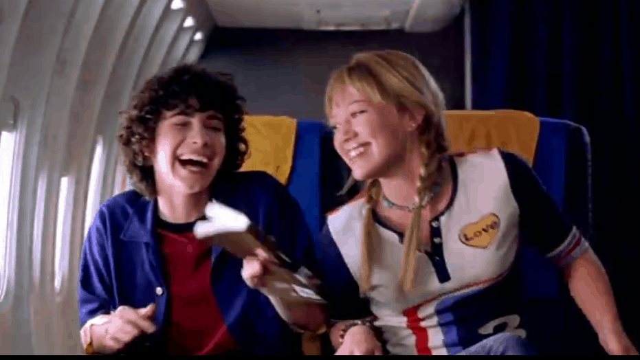 Lizzie McGuire and Gordo on plane