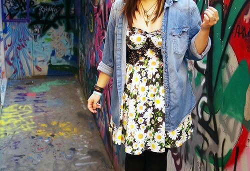 Spring fashion trend daisy prints
