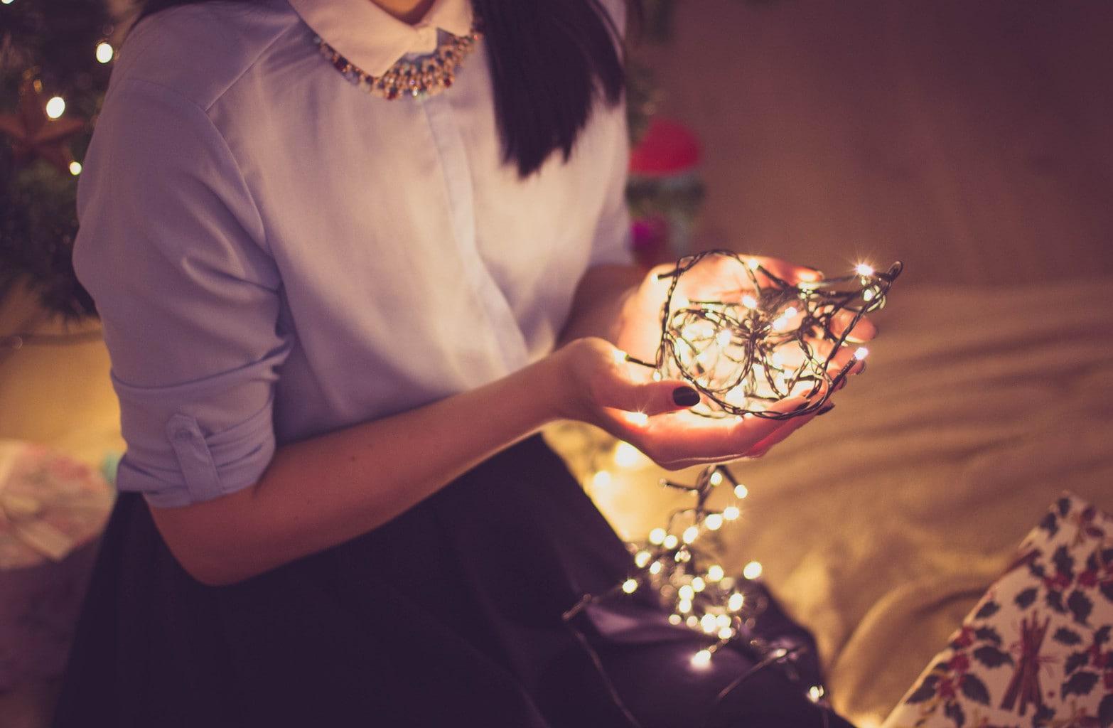 Christmas_lights_woman_CF