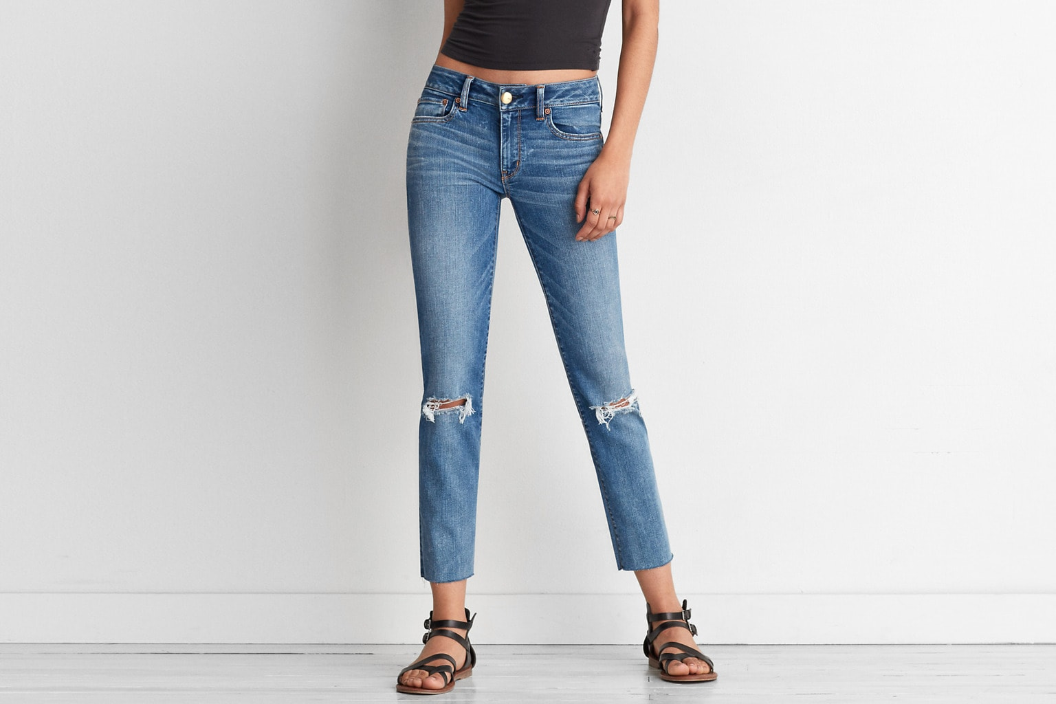 Straight leg crop jeans with knee rips