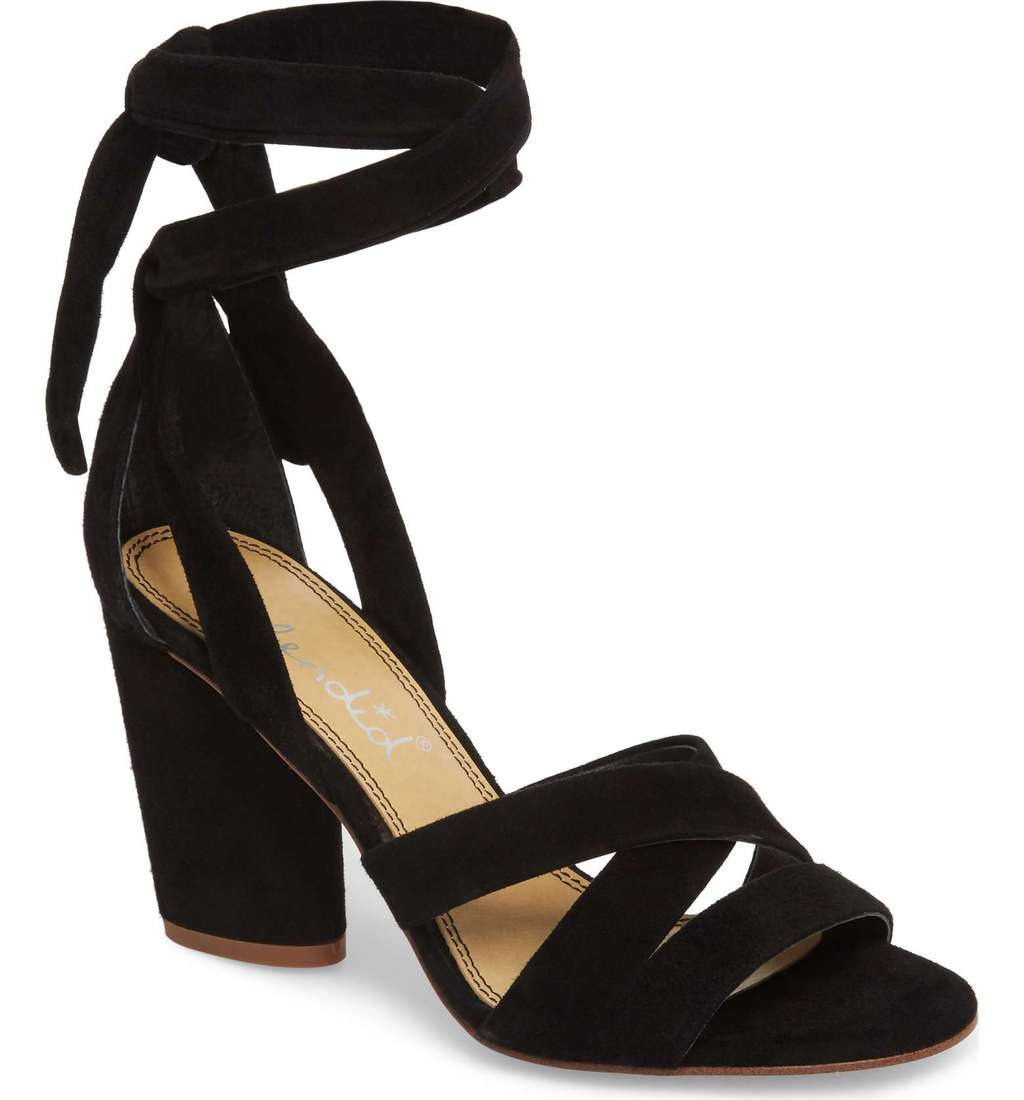 Strappy sandal for graduation