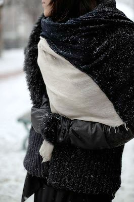 Street style scarf and gloves