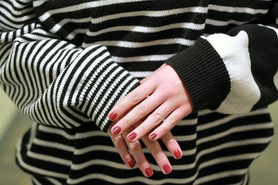 Striped sweater street style look