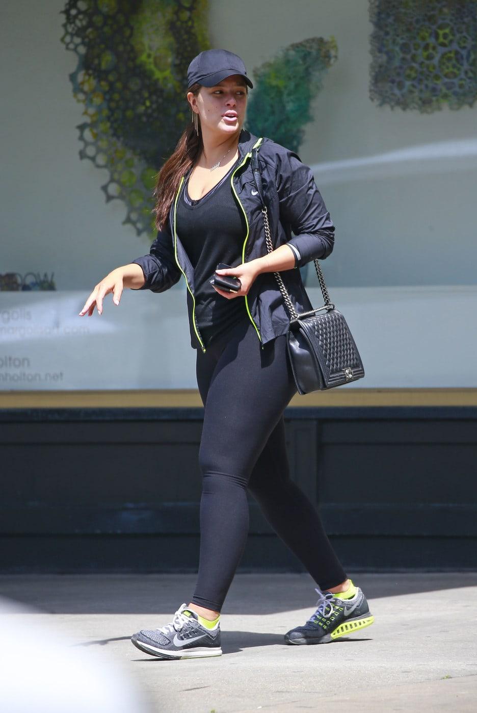 wide leg pants, tank top, pointy heels