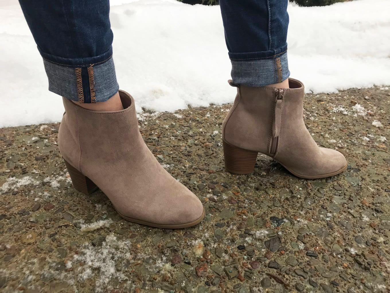 To accent her cuffed jeans, Erica wears a pair of chunky-heeled taupe ankle booties.
