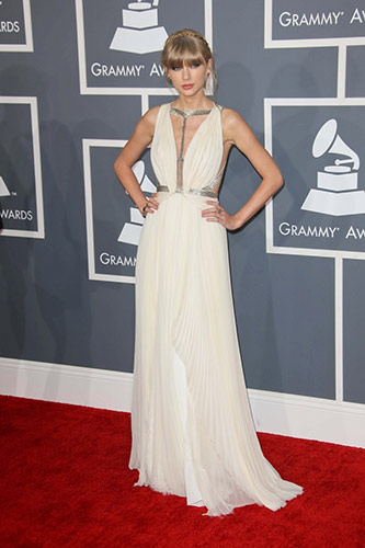 Taylor Swift in J. Mendel at the 2013 Grammys