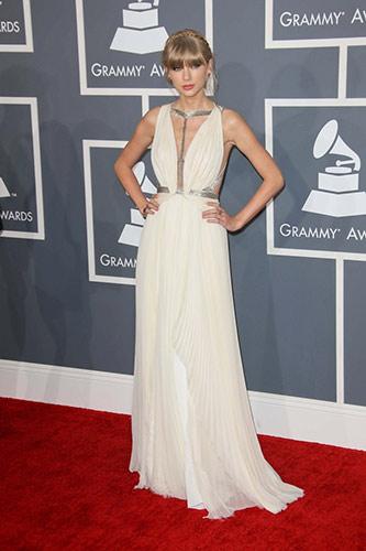 Taylor Swift inJ. Mendel at the 2013 Grammys