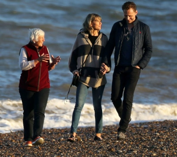 Taylor Swift and Tom Hiddleston beach