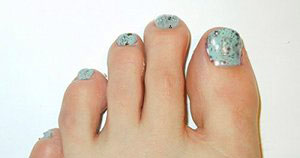 Pedicure nail art - loose glitter