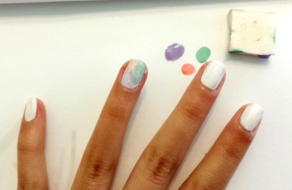 Watercolor nails sponging technique step 2