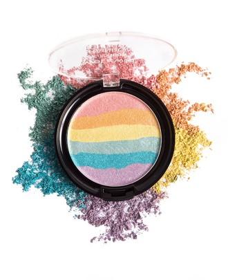 Summer 2017 makeup trends: Rainbow highlighter. Best drugstore rainbow highlighter: Wet n Wild Rainbow Highlighter