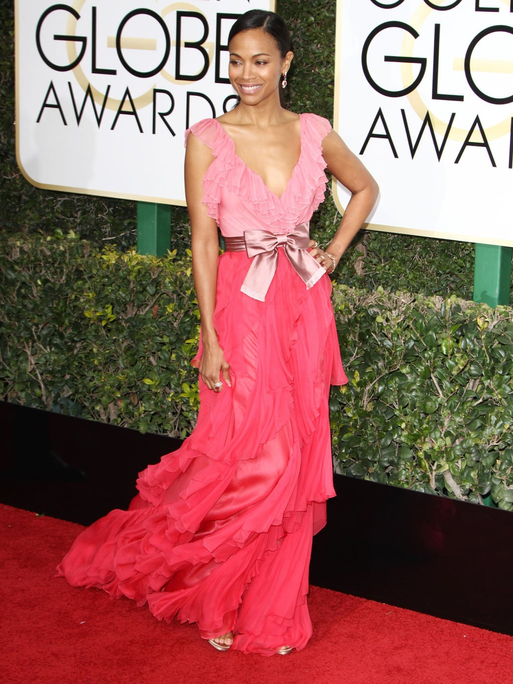 Zoe Saldana in a pink Gucci gown on the 2017 Golden Globes red carpet