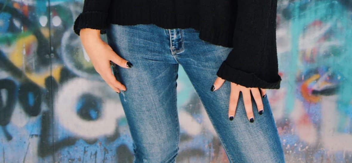 Renee wears light-wash faded jeans.