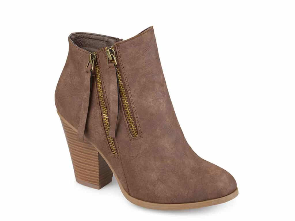 Classic shoes -- Brown ankle boots