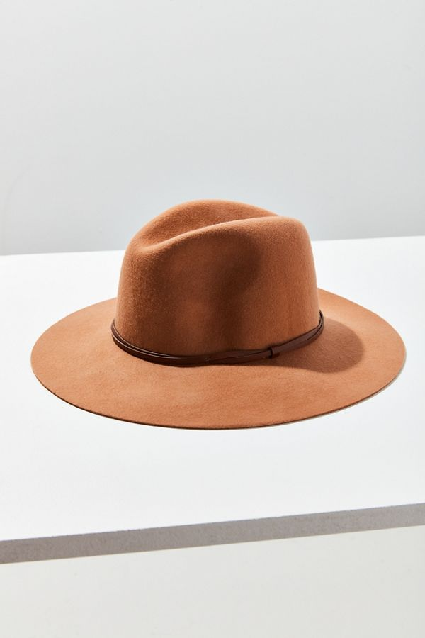 Boho accessories every bohemian girl needs: Brown felt hat