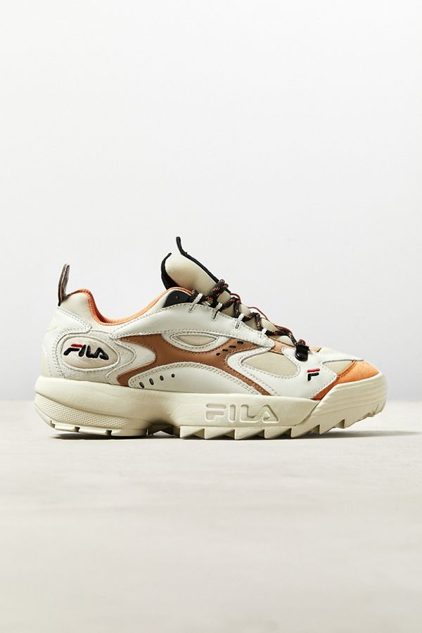 Instagram girl style: Tan dad shoes FILA brand
