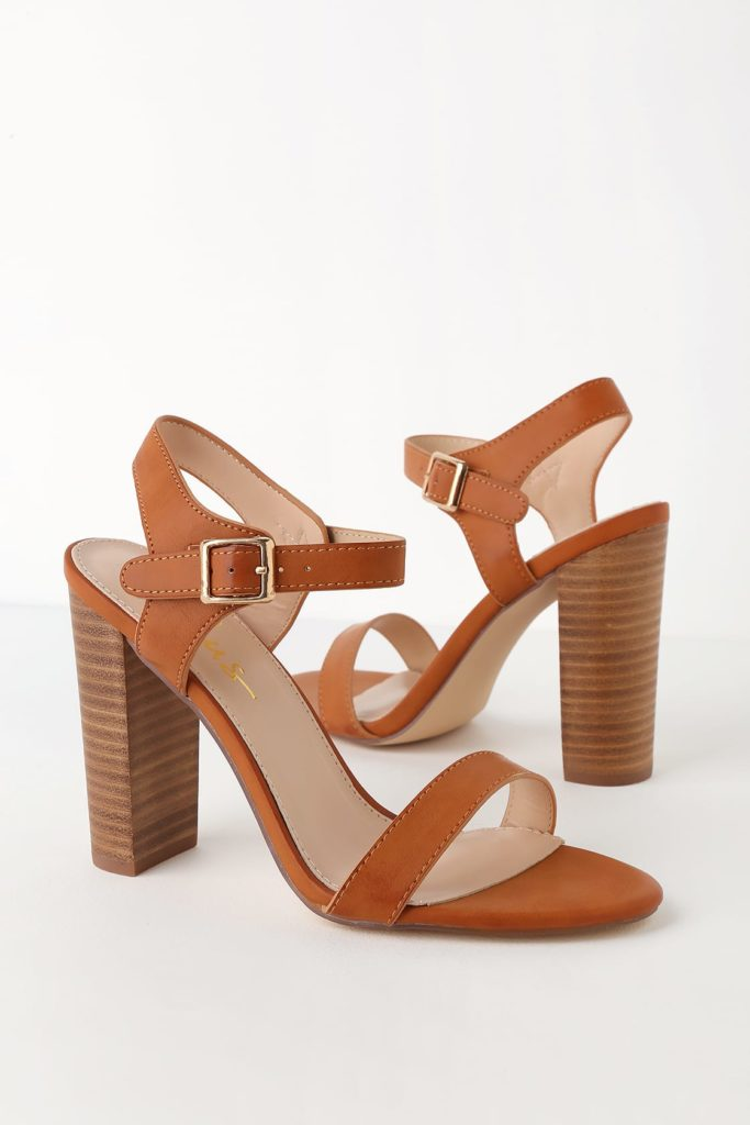 Lulu's brown heel with wooden heel