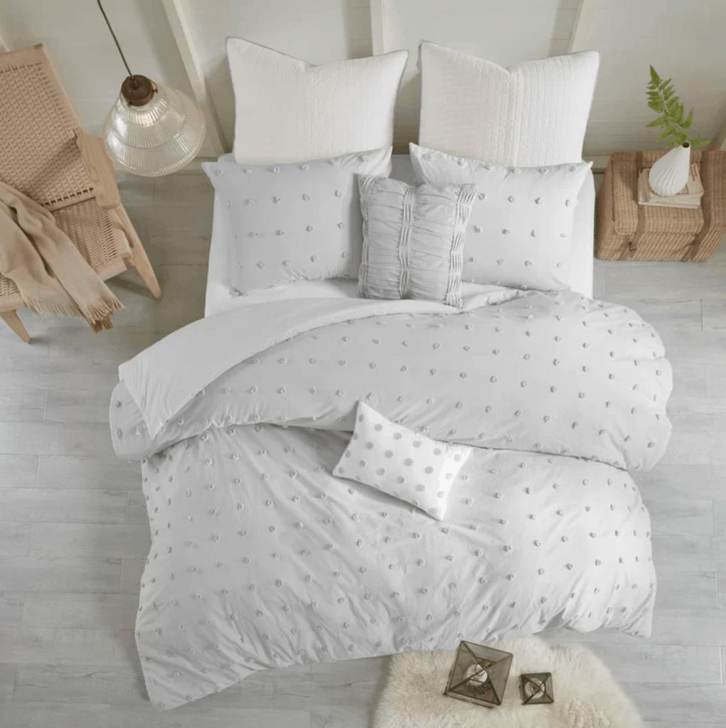 Where to buy dorm bedding: Dot bedding set
