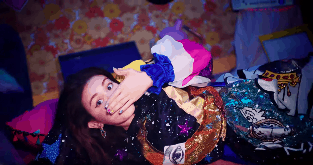 Somi style - photo of Jeon Somi in glitter outfit