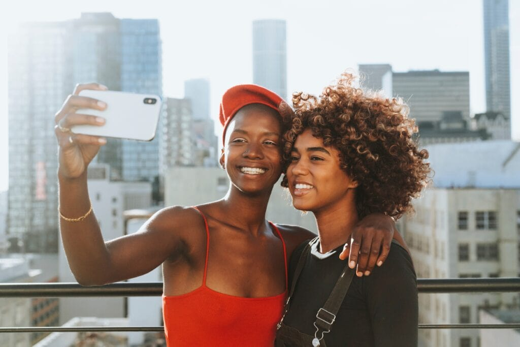 Best end of summer activities - take selfies with friends