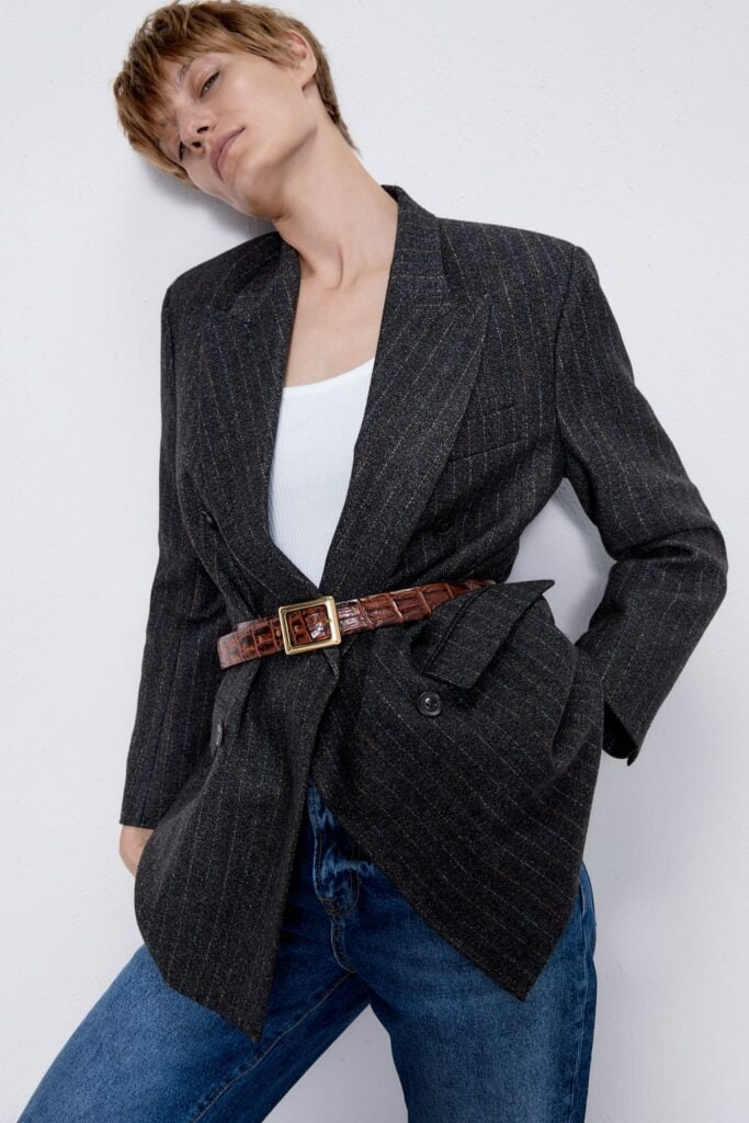 embossed belt with coat - fall 2019 trends