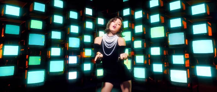 Twice feel special outfits - Jihyo in pearls and black dress