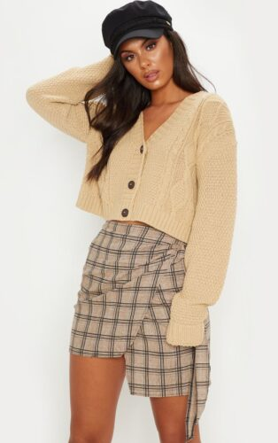 Nude mini cardigan - cardigans are one of the hottest 2020 fashion trends