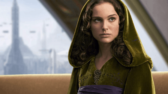 Padme Amidala outfit in Revenge of the Sith - Padme is wearing a brown hooded dress and loose curls in her hair